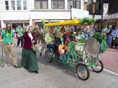 Ambiance festive et familiale au défilé annuel de la Saint-Patrick