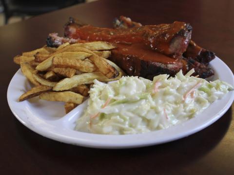 Dégustez une cuisine au barbecue primée au Rock'n Ribs BBQ Festival