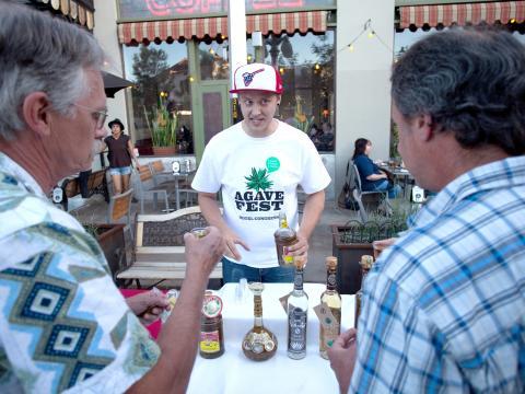 Dégustation de boissons à base d'agave lors de l'Agave Heritage Week