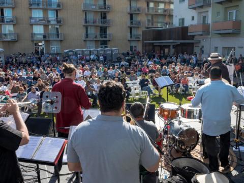 Prestation devant le public du Tucson Jazz Fest