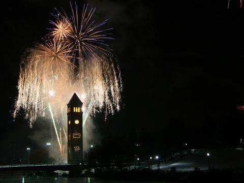 L'année se termine en apothéose dans le centre-ville de Spokane avec le feu d'artifice de First Night Spokane