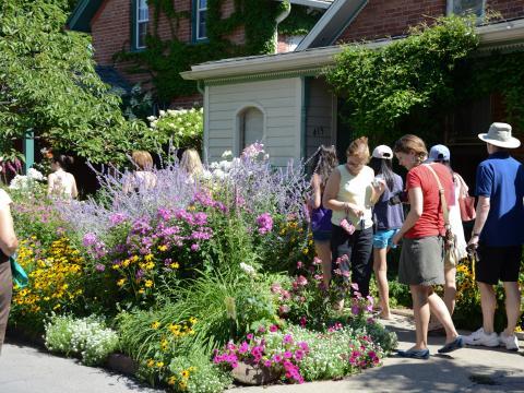 Promenade dans les jardins en juillet à l'occasion de la Garden Walk