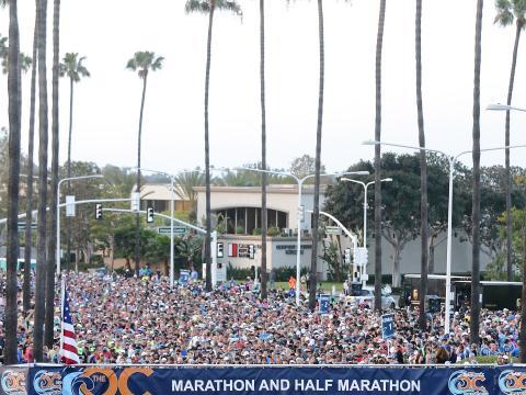Coureurs sur la ligne de départ du marathon du comté d'Orange