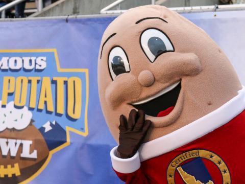 La mascotte du Famous Idaho Potato Bowl, le match de football américain universitaire d'après saison à Boise