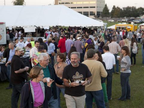 Dégustation de bière lors du Gulf Brew Festival à la Lafayette Horse Farm