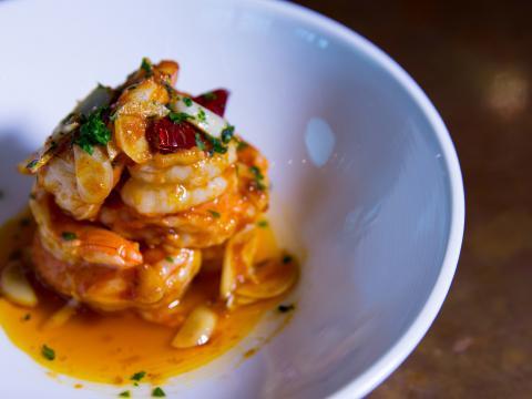 Plat de crevettes au menu d'ElJaleo, un restaurant dans le quartier Crystal City d'Arlington