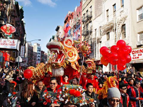 Un dragon en tête de la Lunar New Year Parade
