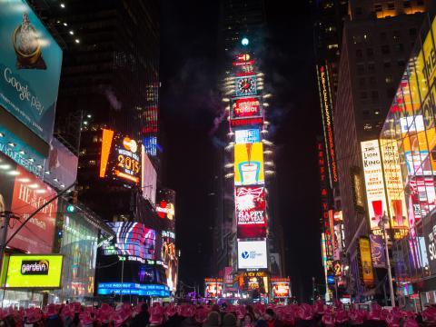 Avant la traditionnelle descente de la boule à Times Square, le soir du 31décembre