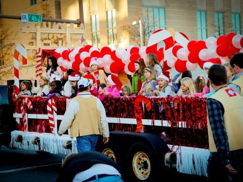 Char de fête lors de la Big Jingle Jubilee Holiday Parade