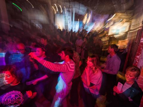 Une soirée festive placée sous le signe de l'art, de la musique et des autres réjouissances locales à Terrain