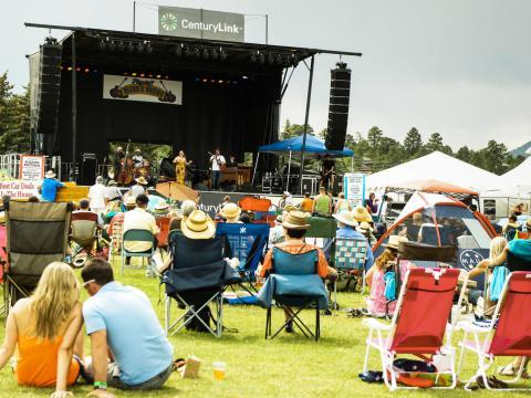 Appréciez les morceaux joués en live au Blues & Brews Festival