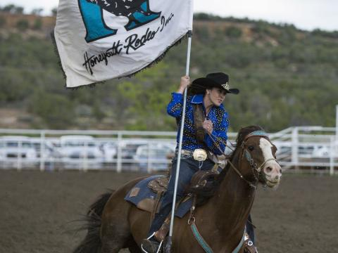 Coup d'envoi de l'Ute Mountain Round Up Rodeo