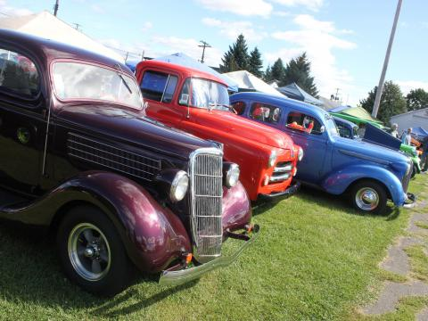 Cars in every color of the rainbow at Street Rods Nationals North