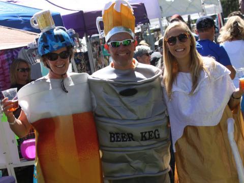Festivaliers parfaitement dans le thème au Flagstaff Oktoberfest