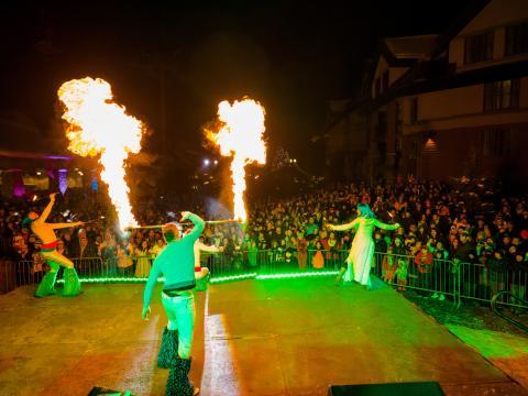 Tout feu, tout flamme lors des Heavenly Holidays organisées au Heavenly Village