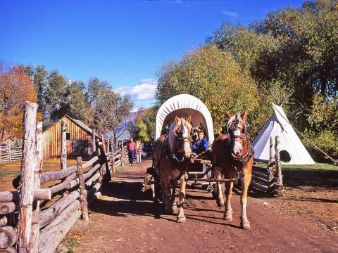 Promenades lors du Fall Harvest Festival, fête des récoltes à l'American West Heritage Center