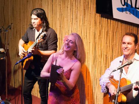 Trio de jazz sur scène à l'occasion de l'Amelia Island Jazz Festival