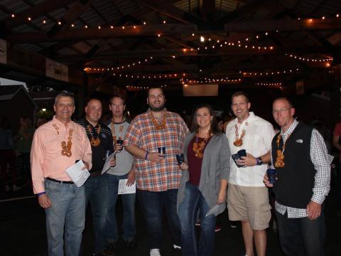 Festivaliers du Bardstown Craft Beer Festival, célébrant la bière artisanale
