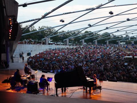 Concert au Jay Pritzker Pavilion, dans Millennium Park, lors du Chicago Jazz Festival