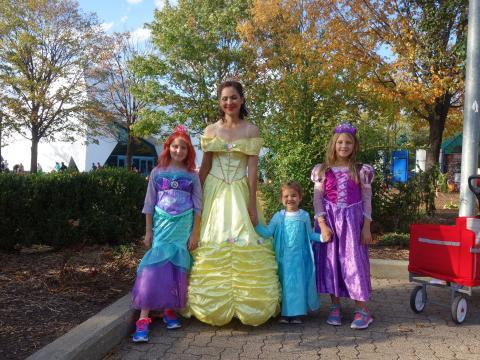 Famille déguisée pour la fête d'Halloween du zoo de Détroit