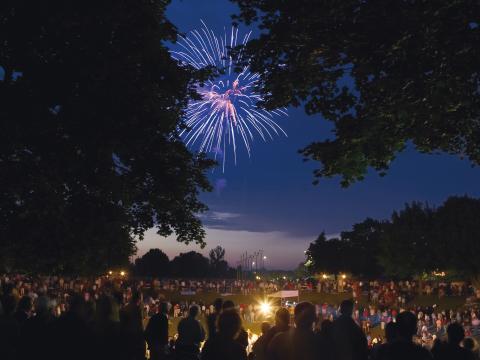 Feux d'artifice illuminant le ciel de Kohler lors du 4juillet