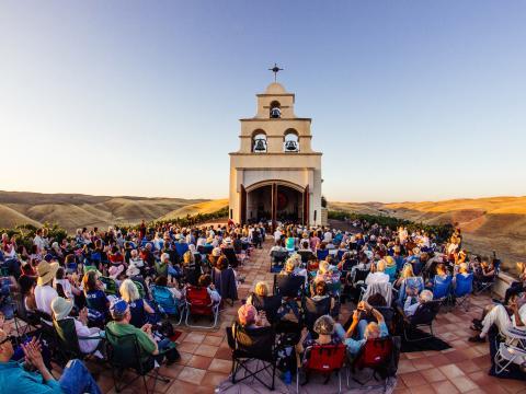 Concert au Festival Mozaic dans la Serra Chapel du Comté de San Luis Obispo, Californie