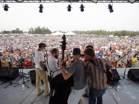 Concert de musique bluegrass pendant le ROMP Festival à Owensboro, dans le Kentucky