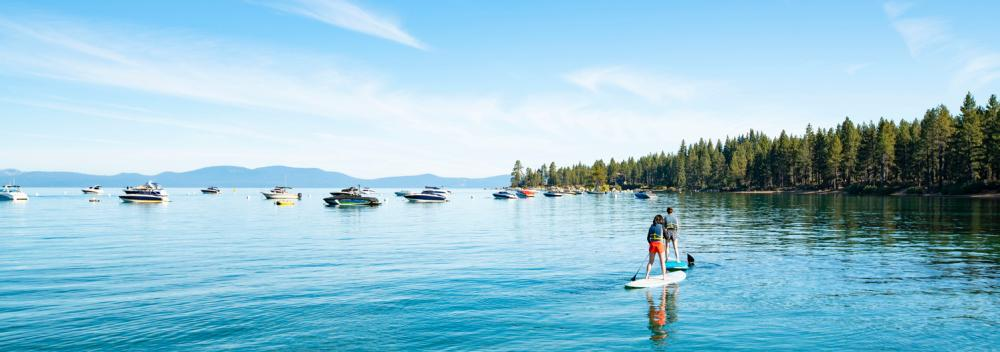 Stand-up paddle à South Lake Tahoe, Californie