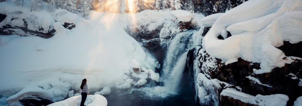 Cascade en hiver dans le Yellowstone National Park, Wyoming